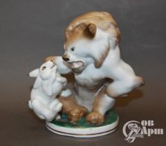 """Скульптура """"Лев и заяц"""""""